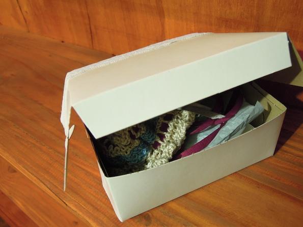 knitted_garter_box_open
